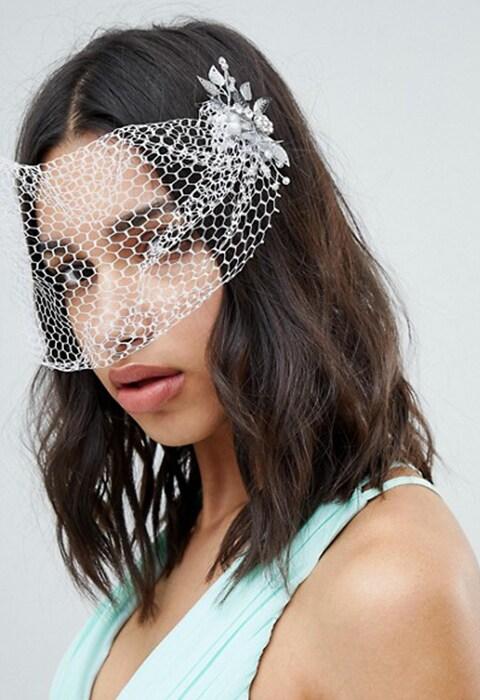 Velo con horquillas y diseño de hoja de cristal de novia de ASOS DESIGN