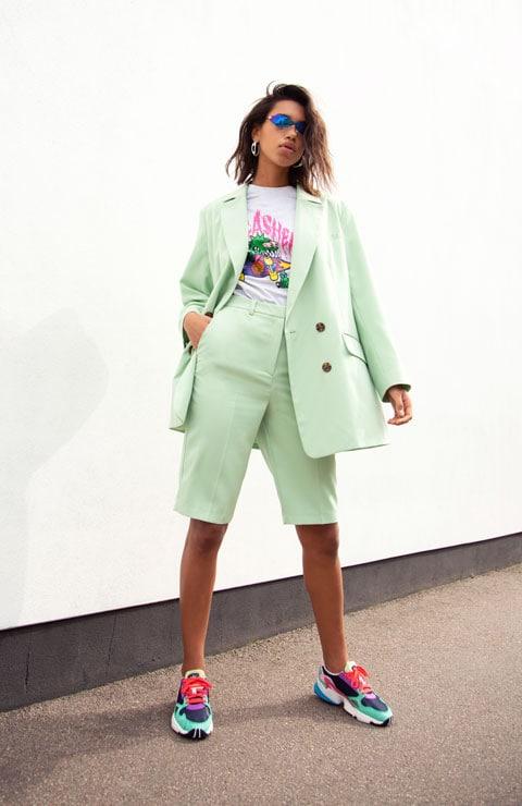 3 ways to wear pastel suit